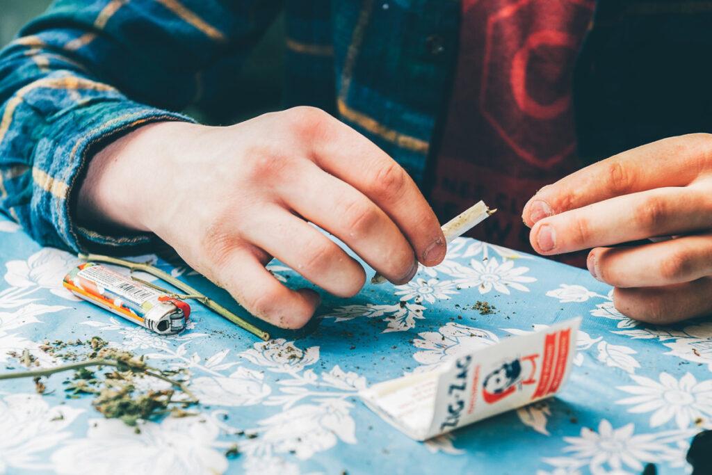popular late night show conan o brien and seth rogen smokes marijuana